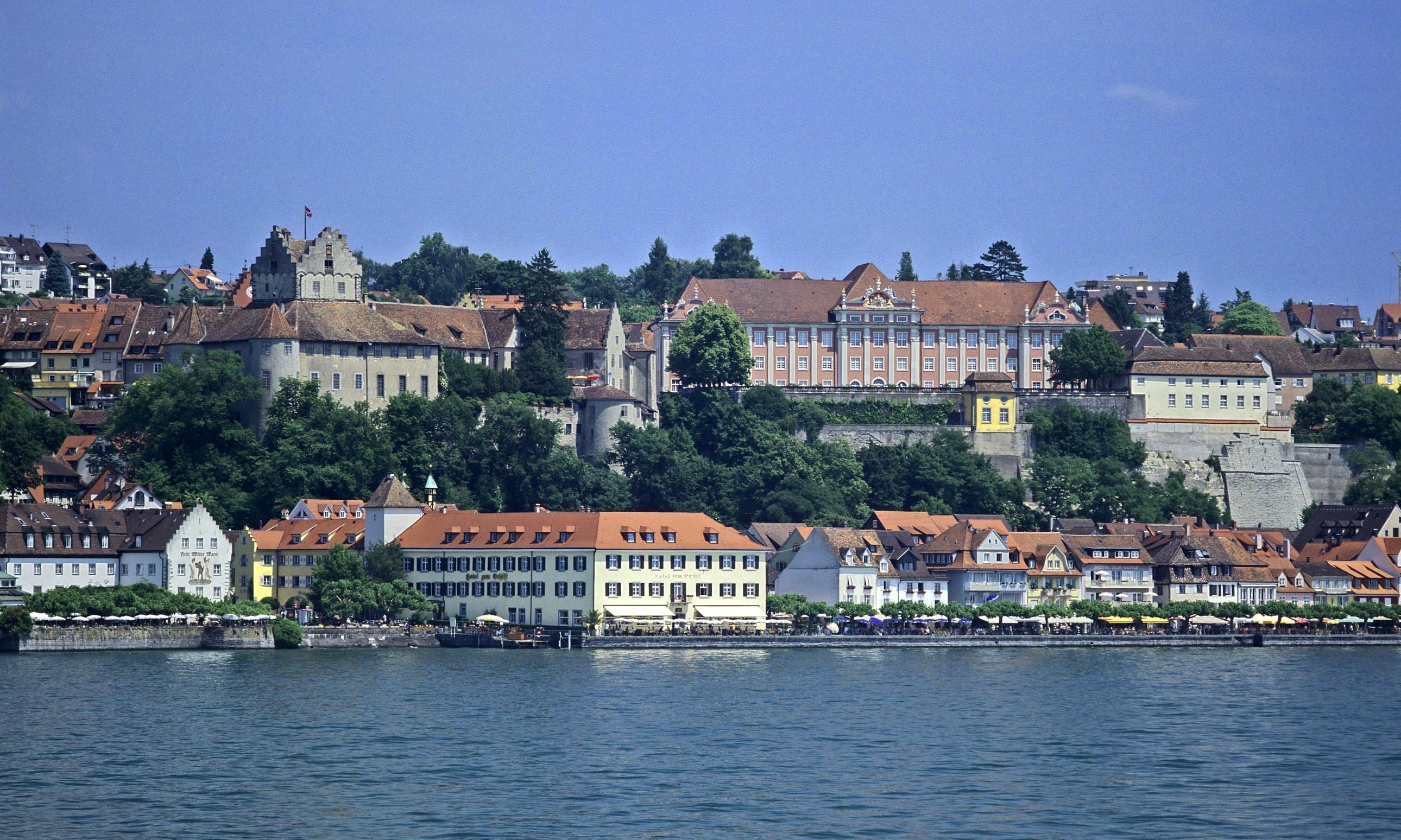 Blick vom See zur Meersburg und dem Neuen Schloss; Foto: Landesmedienzentrum Baden-Württemberg, Arnim Weischer