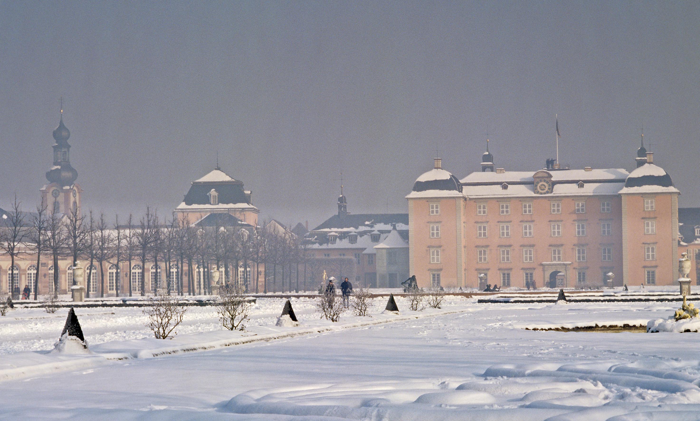 Schloss Schwetzingen, Gartenfront mit Arionbrunnen im Winter; Foto: Staatliche Schlösser und Gärten Baden-Württemberg, Arnim Weischer