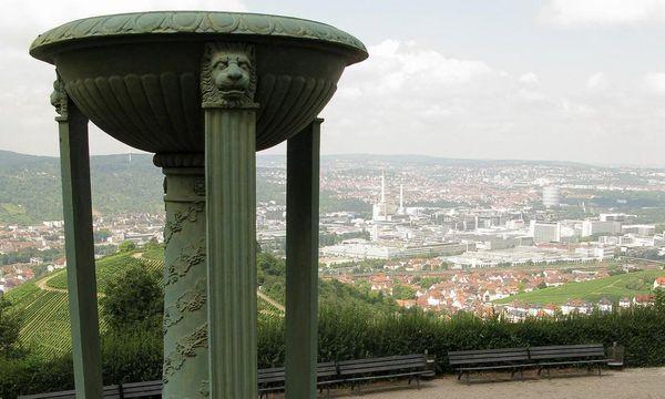 Ausblick auf Stuttgart von der Grabkapelle auf dem Württemberg
