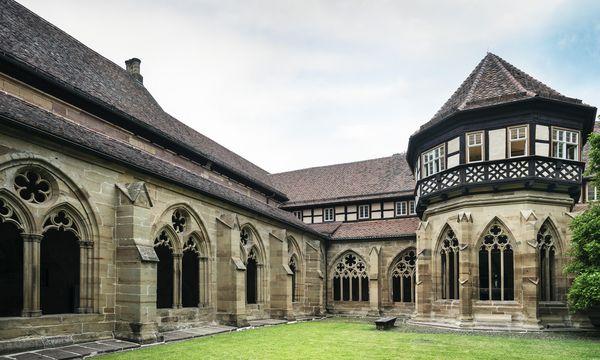 Refektorien, Brunnhaus und Küche liegen am Kreuzgang von Kloster Maulbronn